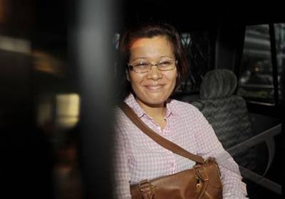 Terpidana kasus korupsi wisma atlet, Mindo Rosalina Manulang berjalan keluar usai menjalani pemeriksaan di Gedung KPK, Jakarta, Selasa (27/9). Foto Antara/Yudhi Mahatma